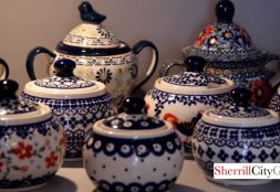 Asortyment 1 Polish ceramics and stoneware are handmade and hand decorated in the traditional Polish style, and sold at this friendly Krakow shop.